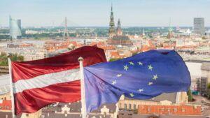 ОТТОК ГРАЖДАН И ОБНИЩАНИЕ НАСЕЛЕНИЯ. КАК НА ЛАТВИИ ОТРАЗИЛАСЬ ИНТЕГРАЦИЯ С ЕС