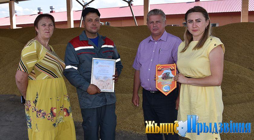 В Витебском районе чествовали первый экипаж-тысячник на жатве