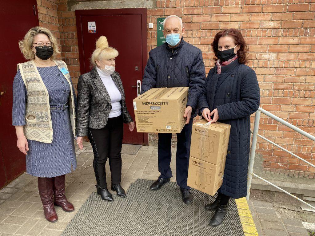 Представители областного объединения профсоюзов навестили с подарками Витебский дом-интернат для престарелых и инвалидов
